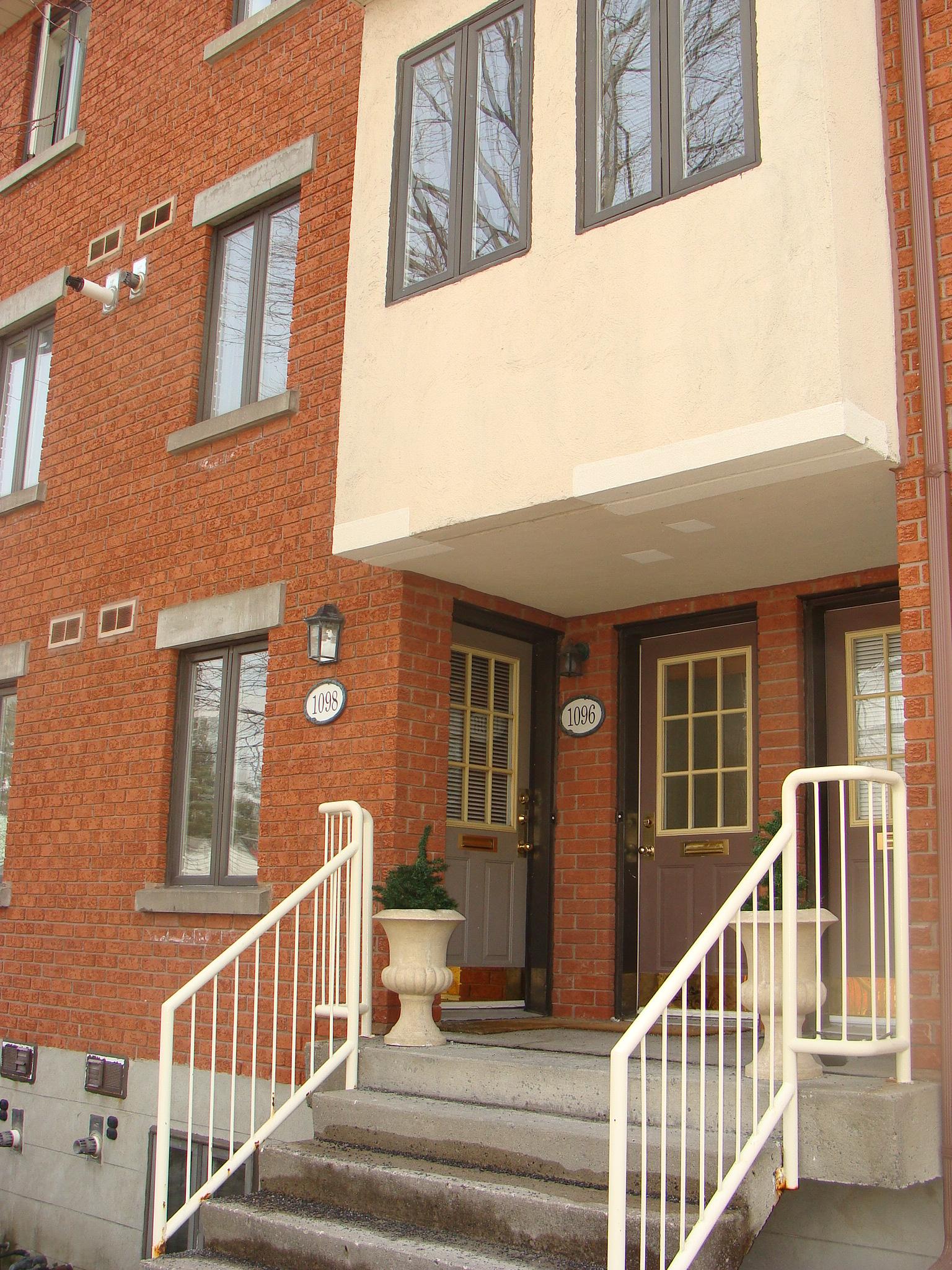 1096 Blasdell Ave. - Manor Park